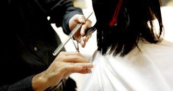 4 modele de foarfece de tuns care NU ar trebui sa îi lipsească unui hairstylist